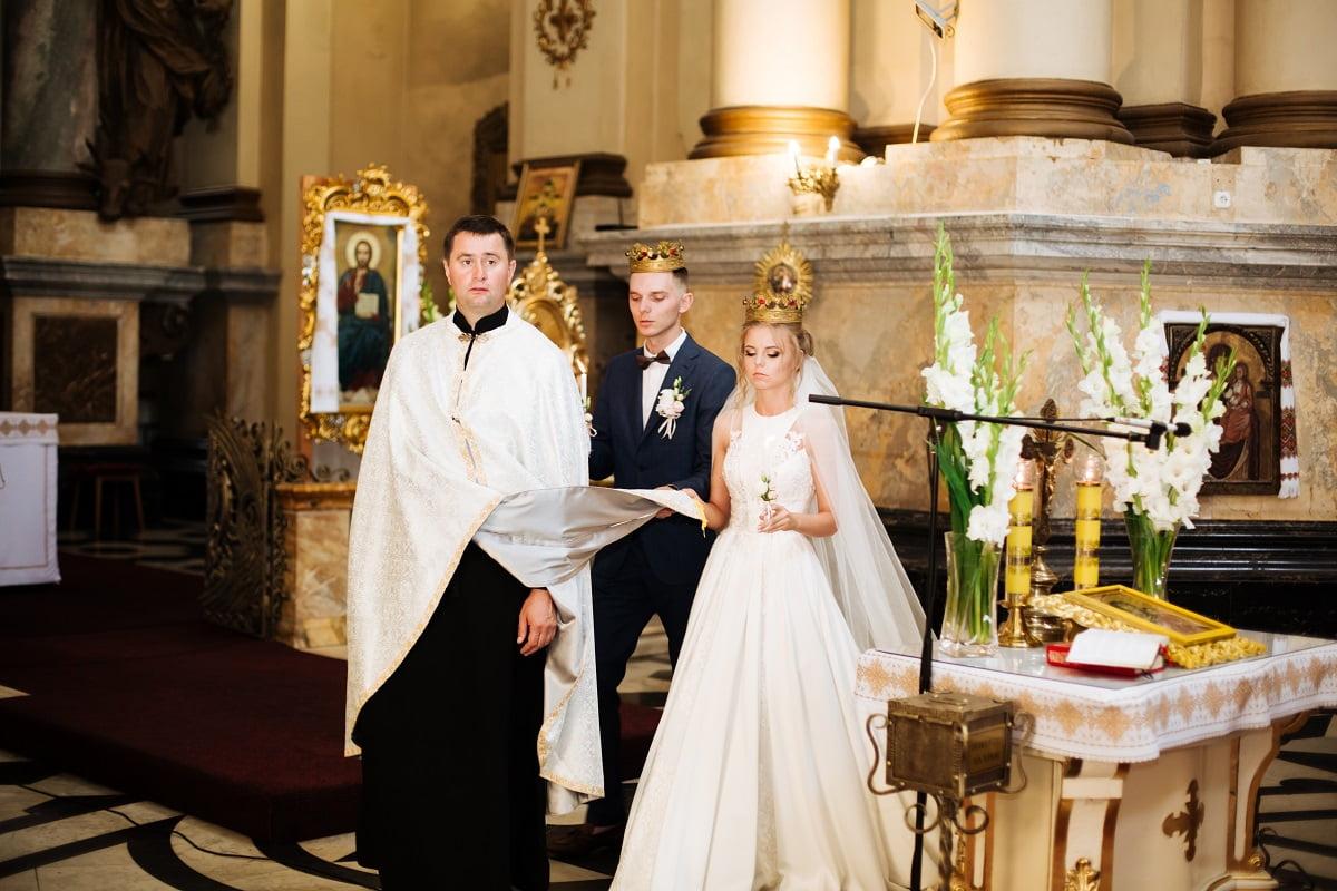 dekoracja kościoła - ślub